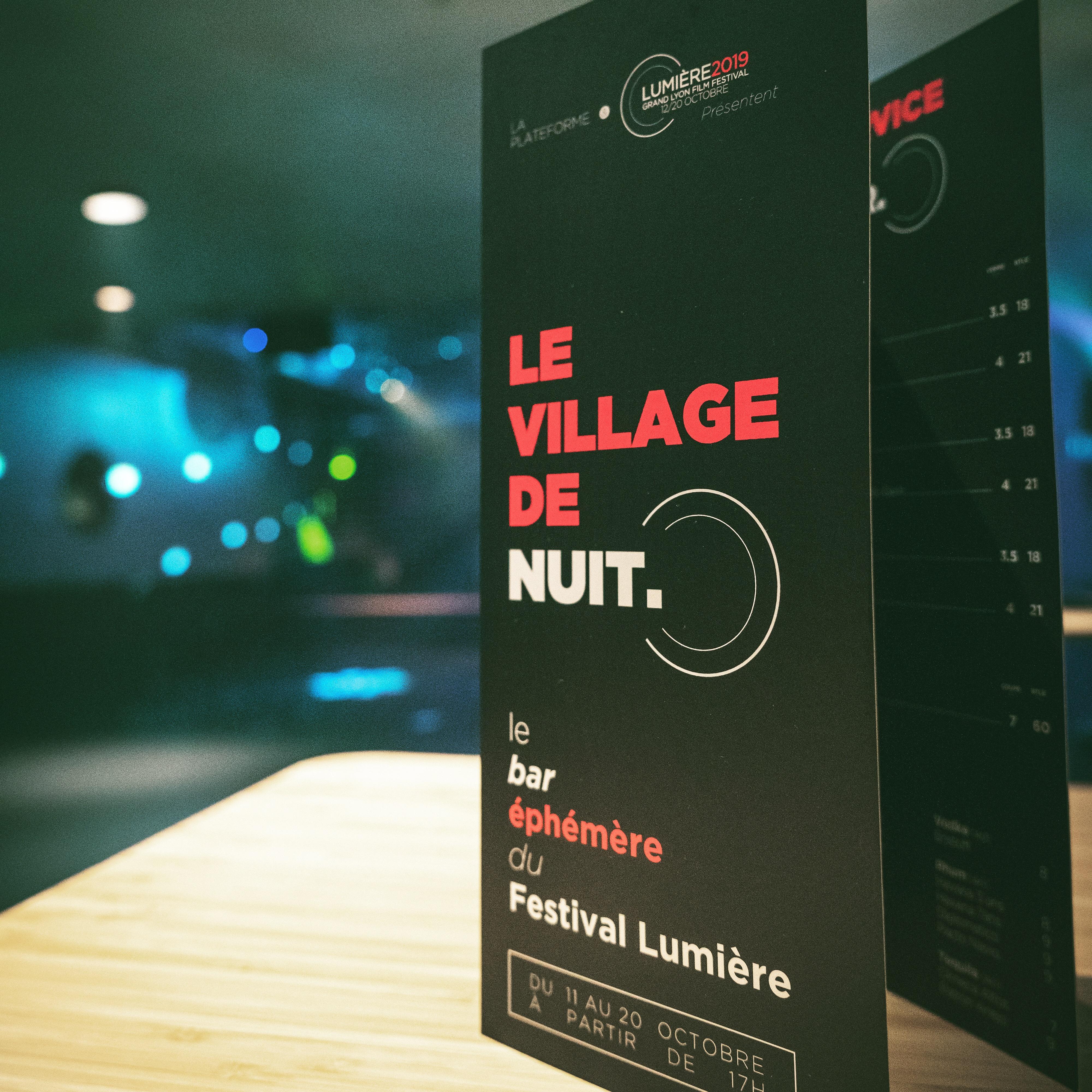 4 Colors Lyon : Charte graphique le village de nuit, Bateau la plateforme, Festivale lumière 2019