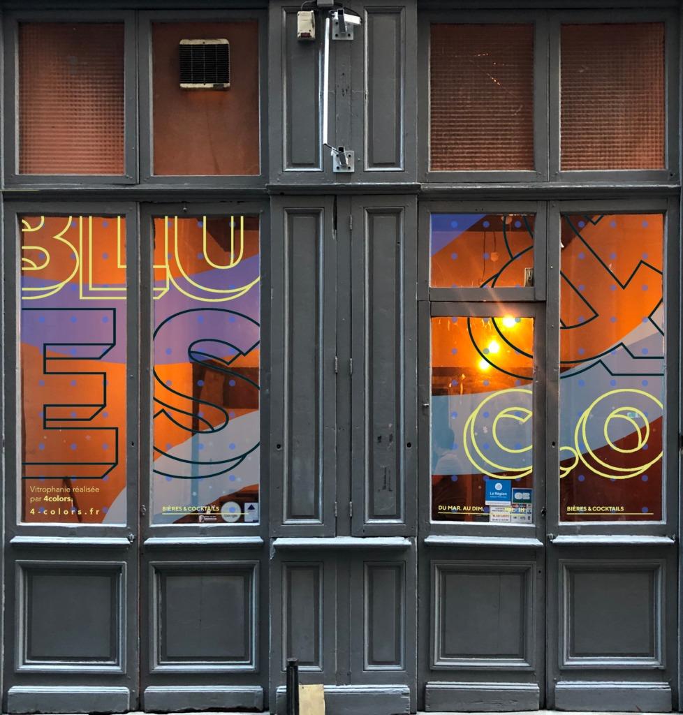 Adhésif vitrine café jaune et bleu