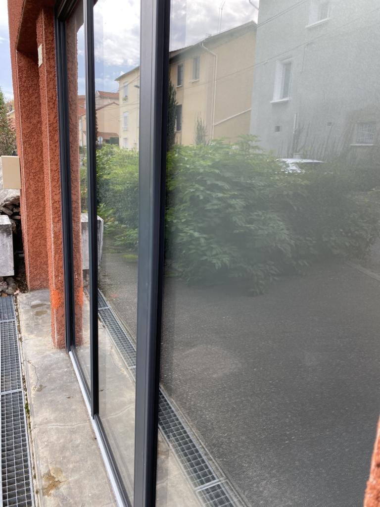 Vitrophanie depoli vitrine confidentialité