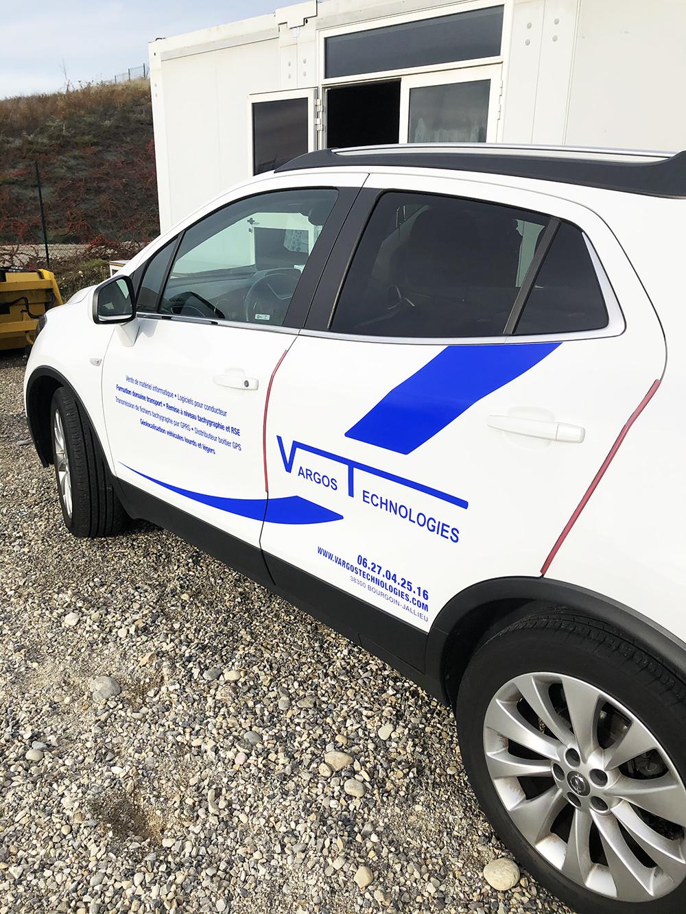 Pose de stickers pour voiture d'entreprise Vargos Technologie