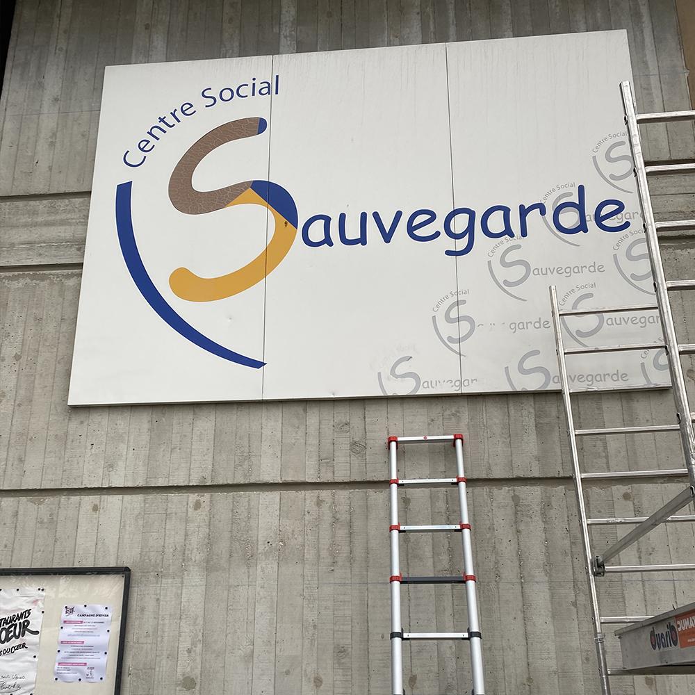 Fabrication et pose d'enseigne extérieur pour centre social la sauvegarde lyon