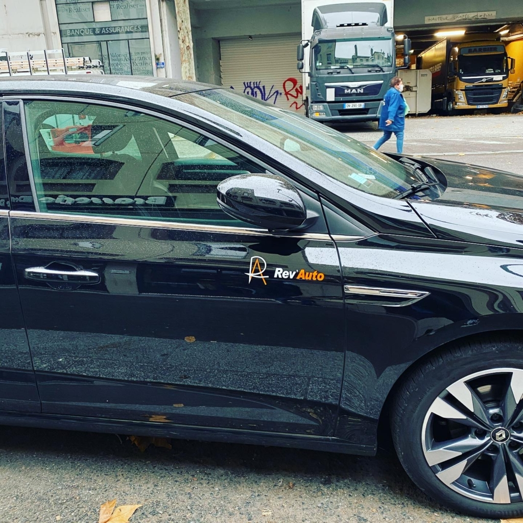 Marquage flocage adhésif véhicule Rev'Auto Lyon
