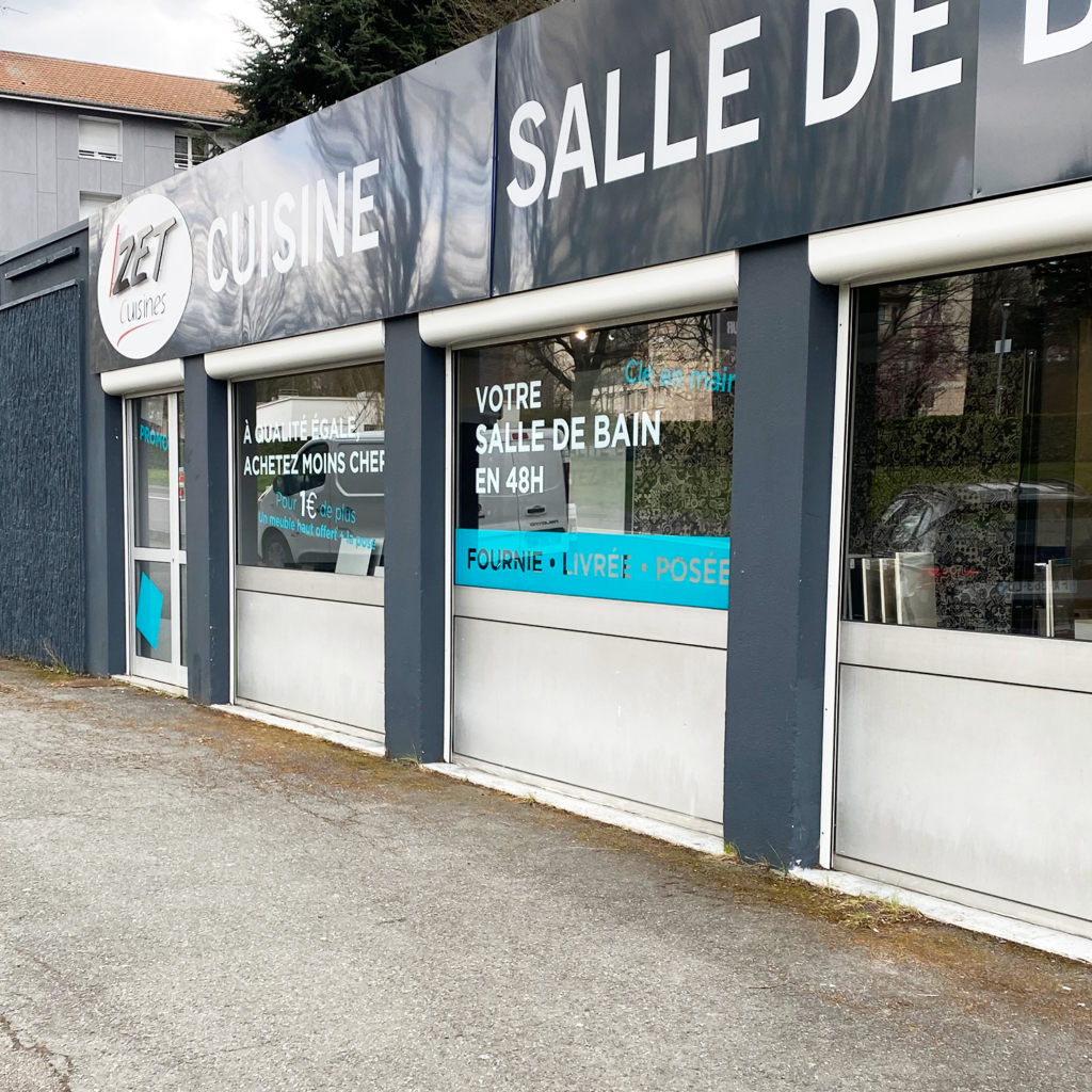 Vitrophanie vitrine création et travaux Saint-Etienne - Extérieur gauche