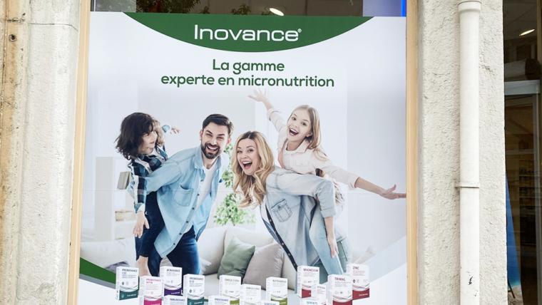 Vitrophanie en adhésif imprimé mat pour pharmacie Oullins, Lyon