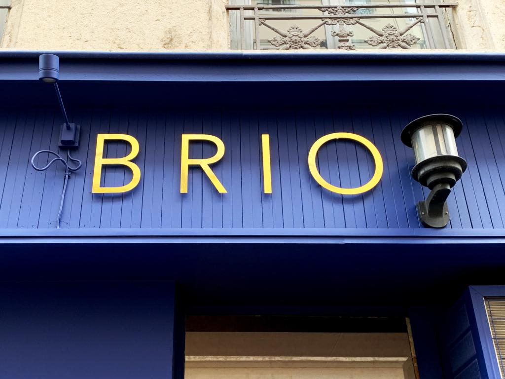 Enseigne lettrage découpées relief or pour restaurant BRIO Lyon