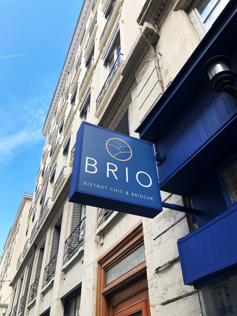 Enseigne lumineuse drapeau restaurant BRIO Lyon