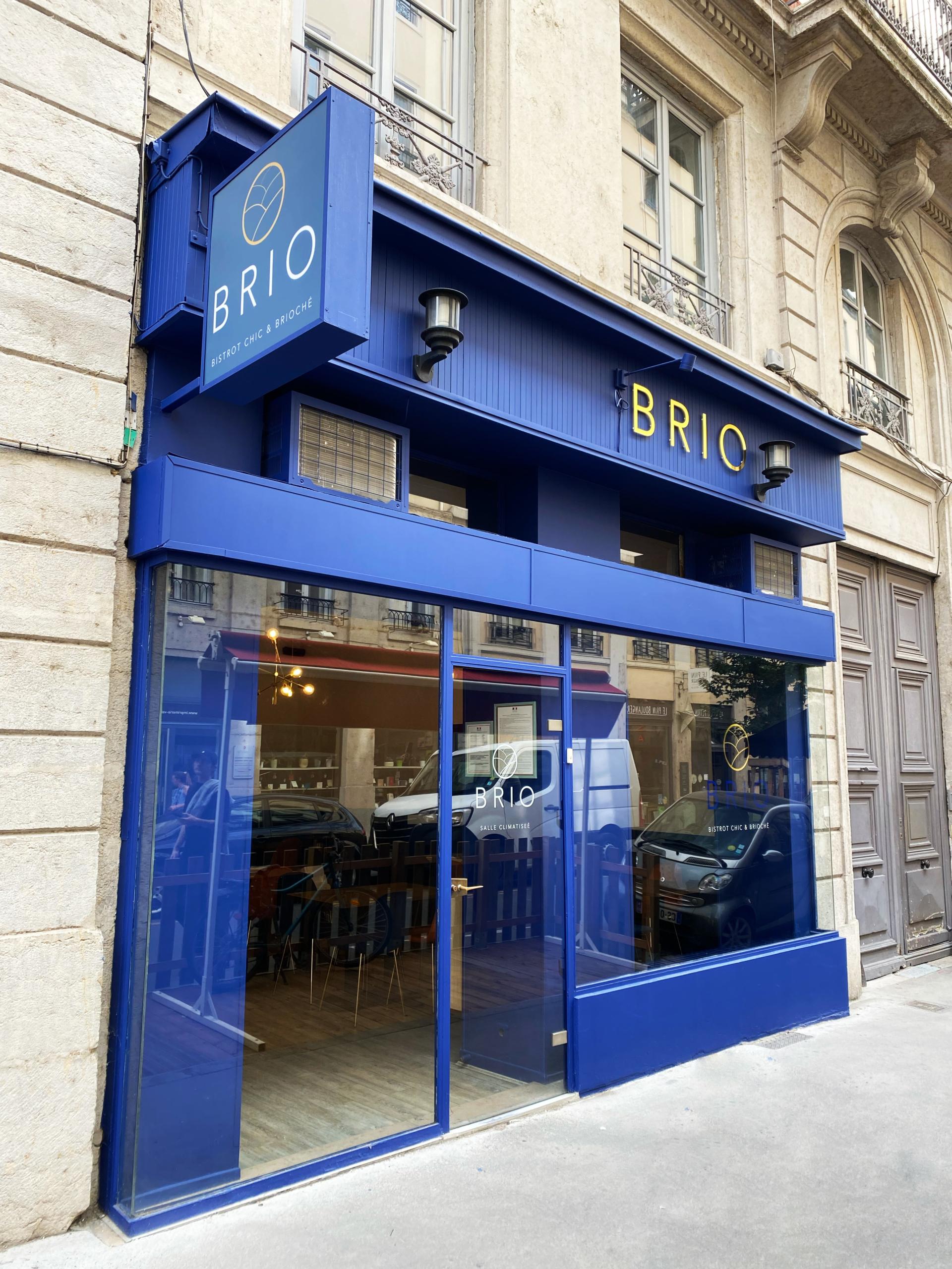 Signalétique, enseigne lumineuse et vitrophanie du restaurant BRIO Lyon